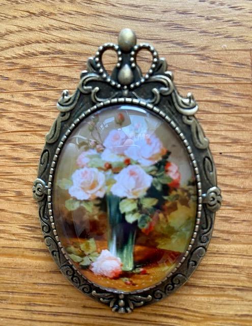 Rintaneula, kukat vihreässä maljakossa