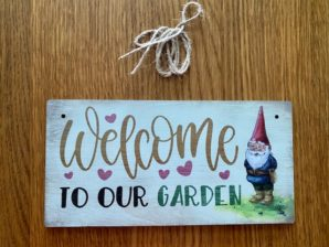 """Puutarhakyltti, """"Welcome to our garden"""""""